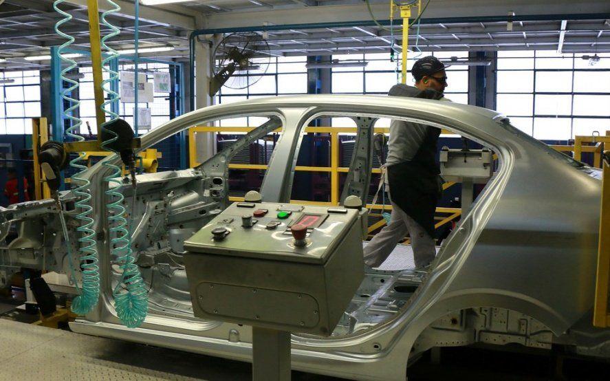 Golpe a la industria: según el Indec, la actividad cayó 10,8 por ciento en enero