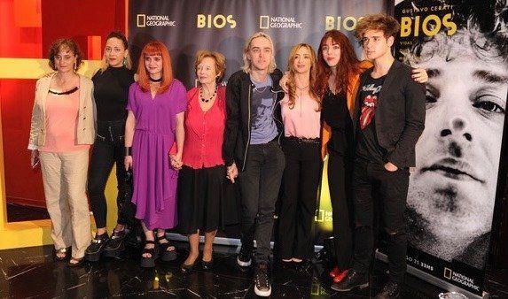 Lillian Clarke junto a Estela, Valentina, Guadalupe, Benito, Laura, Lisa y Julián en la presentación del documental