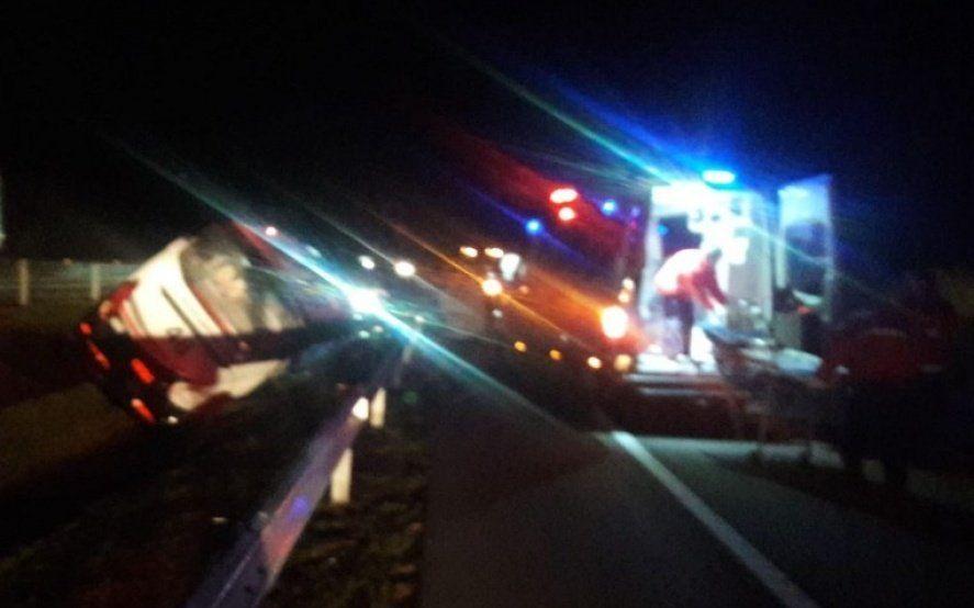 Volcó un colectivo con 45 pasajeros que viajaban desde La Plata a Punta del Este: hay ocho heridos