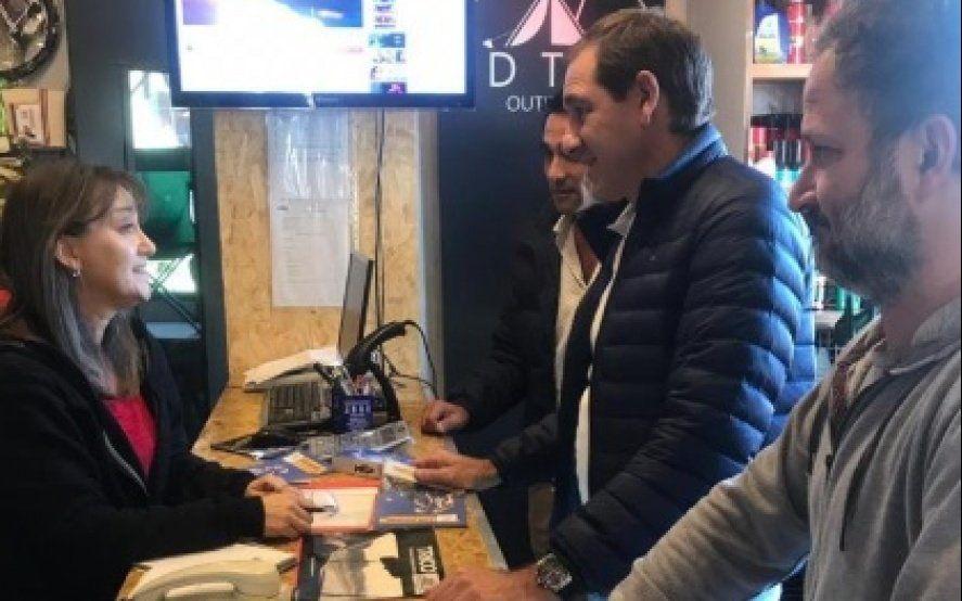 Garro encabezó un nuevo timbreo de Cambiemos en Tolosa y Ringuelet