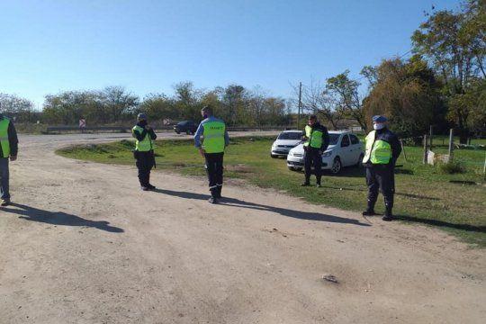 El auto fue hallado en el Barrio Luna, en la colectora de la Ruta 5