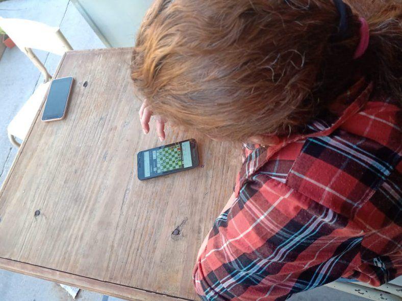 Los presos y detenidas jugaron al ajedrez a través de computadoras o celulares