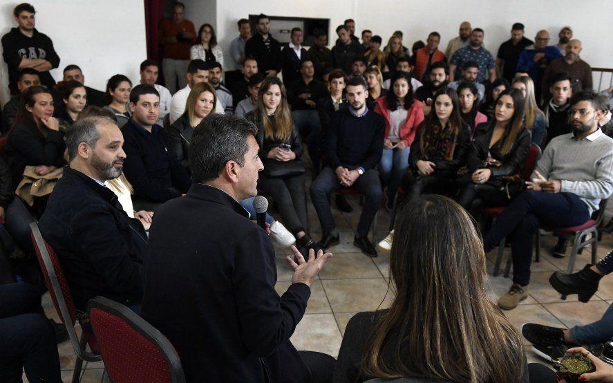 "Massa presentó la plataforma ""Primer votante"" y prometió un programa de ""empleo joven"""