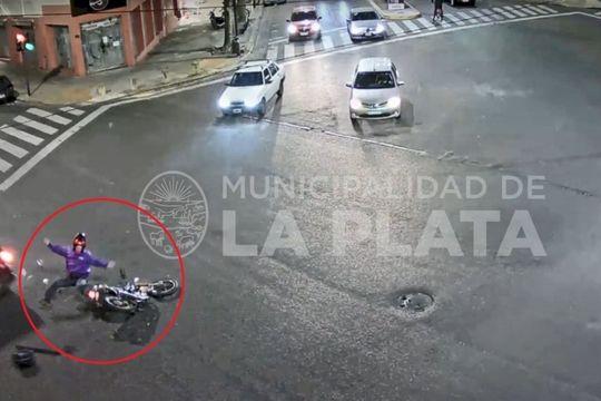 la plata: impactante accidente de transito en pleno centro