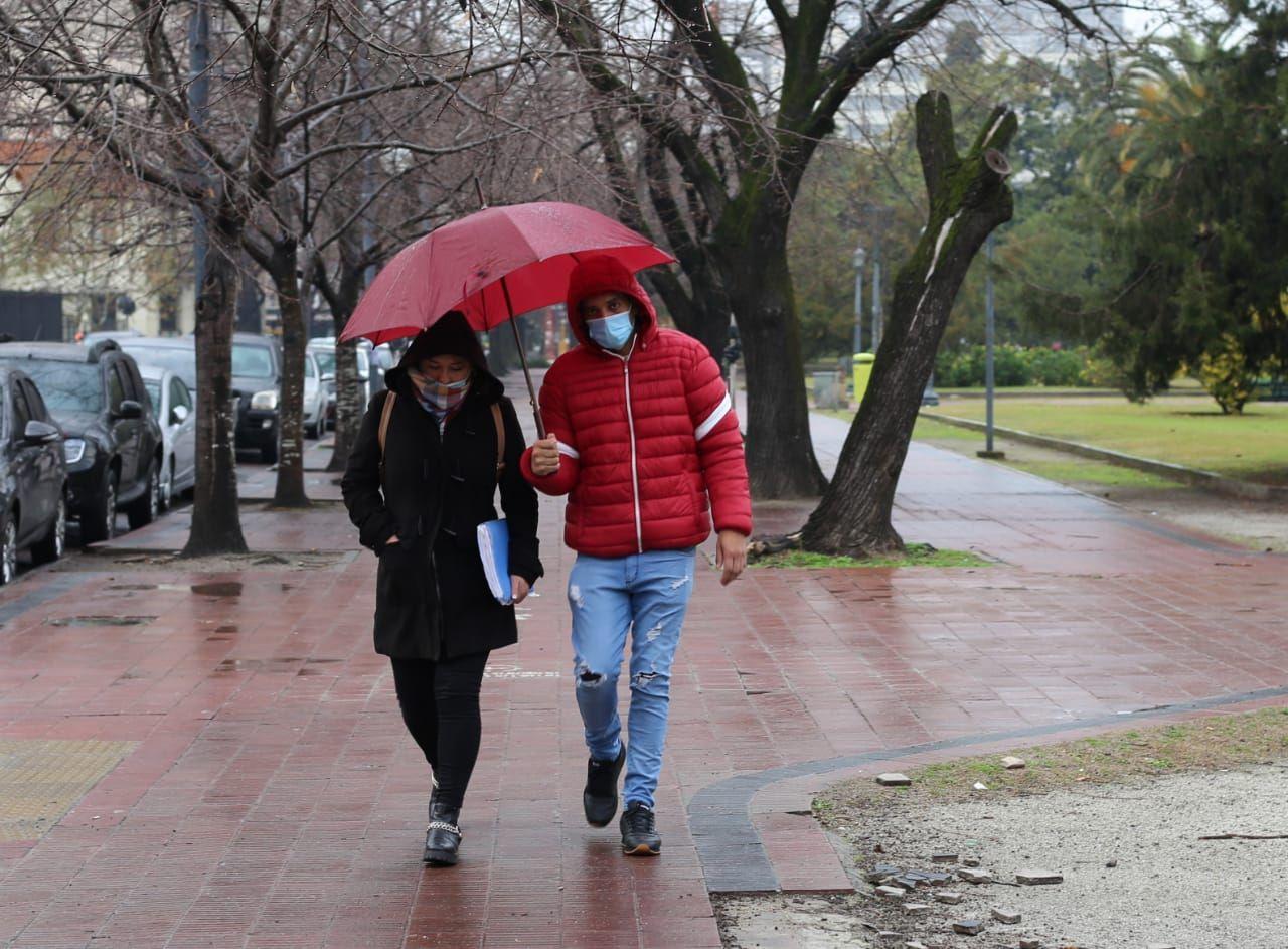 El alerta por precipitaciones se mantiene en La Plata y el pronóstico indica tiempo inestable.