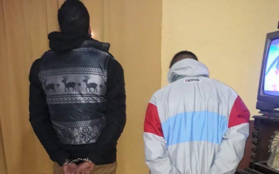 La Plata: tras un pasamanos y una persecución detienen a dos motociclistas con drogas