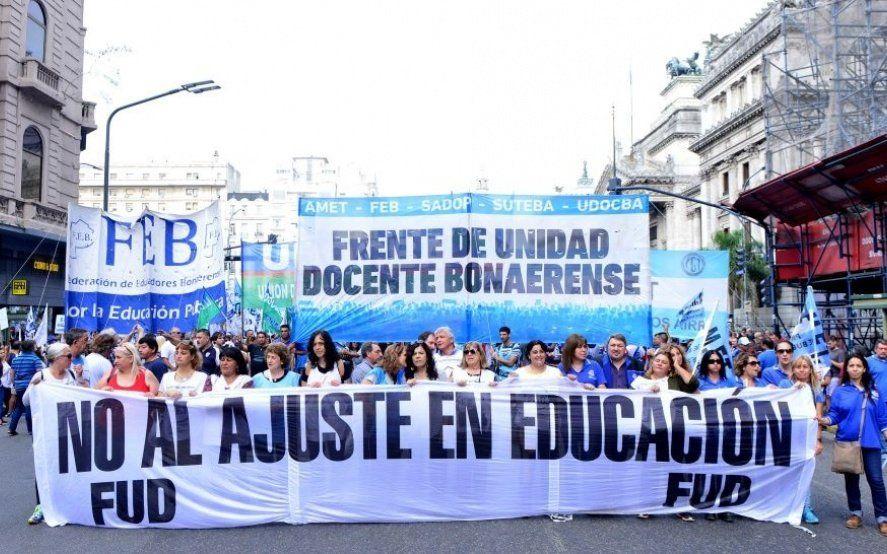 """Suteba denunció el despido de 36 docentes """"por mail"""" y cambios en la capacitación docente"""