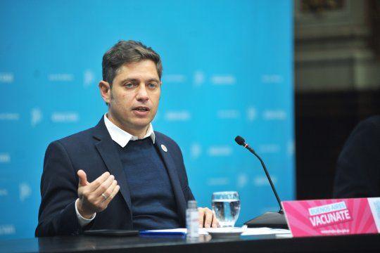Kicillof ordenó medidas para los estatales vacunados