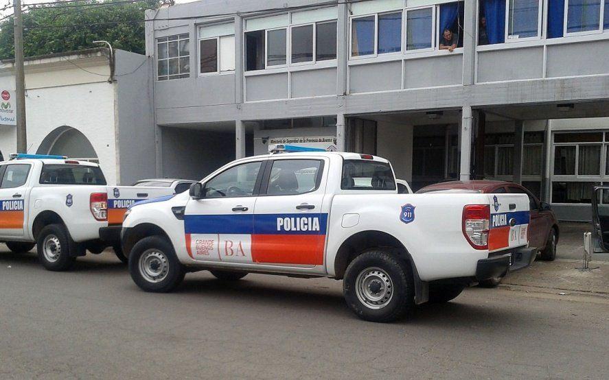 Un ladrón de autos atropelló a una mujer policía cuando huía en un vehículo robado y luego fue detenido