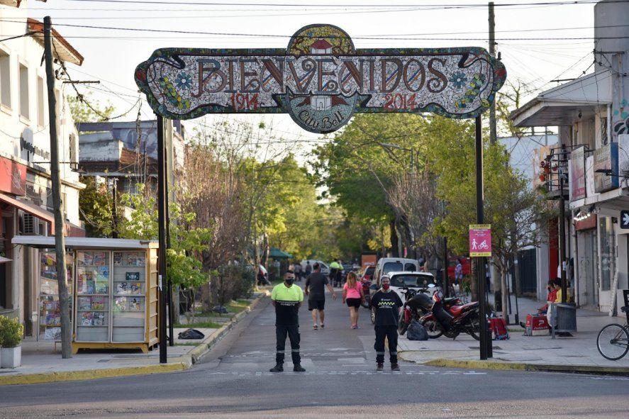 El arco está en la entrada del centro de City Bell desde el 2014 (Foto: Municipalidad de La Plata)