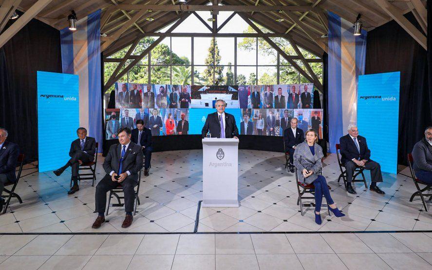 Fernández encabezó el acto del 9 de Julio respaldado por todos los gobernadores