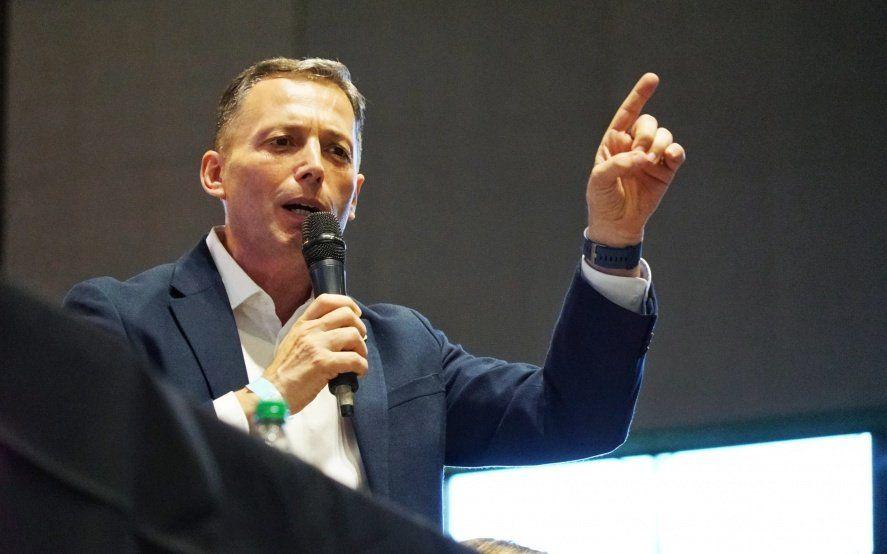 Gray denunció a Edesur por incumplir promesas de obras de infraestructura