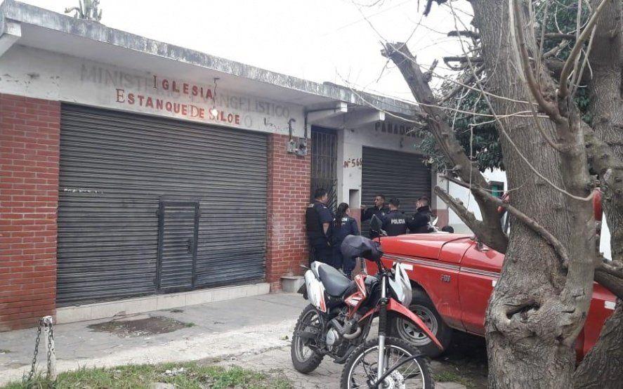 Detienen a un hombre que organizaba riñas de gallos con apuestas en Florencio Varela