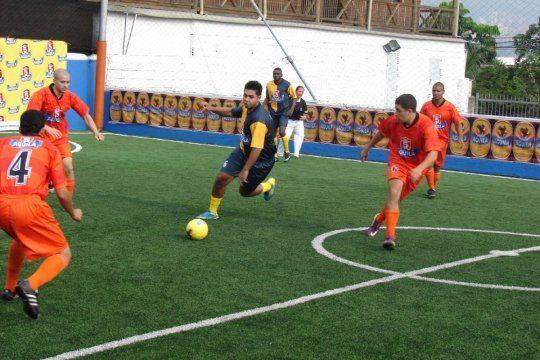 Fútbol: con autorización o no abren canchas de fútbol 5