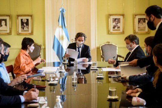 SantiagoCafiero recibirá este a intendentes del conurbano bonaerensepara evaluar la agenda de obras públicas y planes de vivienda.
