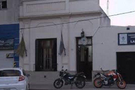 robaron una moto en la via publica pero los atraparon cuando la llevaban a tiro
