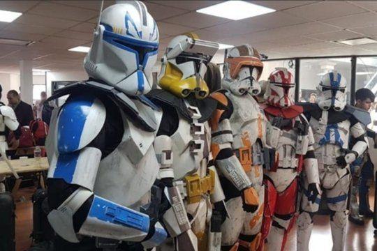 La Legión Argentina Garrison 501, filial local del club de trajes de villanos de la saga, celebran hoy, como en todo el mundo, el Día de Star Wars o Día de la Guerra de las Galaxias