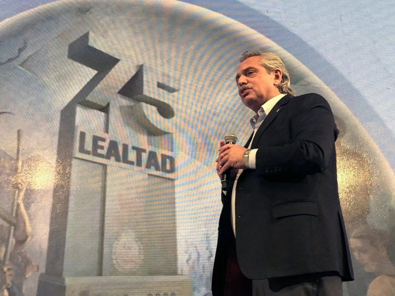 Alberto Fernández en el acto por el Día de la Lealtad