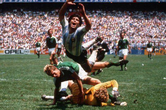 Diego Maradona. Recordá su vida en la pantalla.