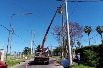 Las columnas de Edelap buscan mejorar las redes y reducir el impacto de tormentas fuertes en el servicio