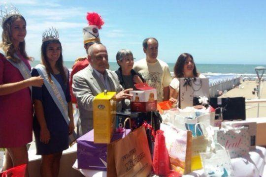 ¡bienvenidos a ?la feliz?!: los primeros turistas del ano de mar del plata tuvieron una recibida especial