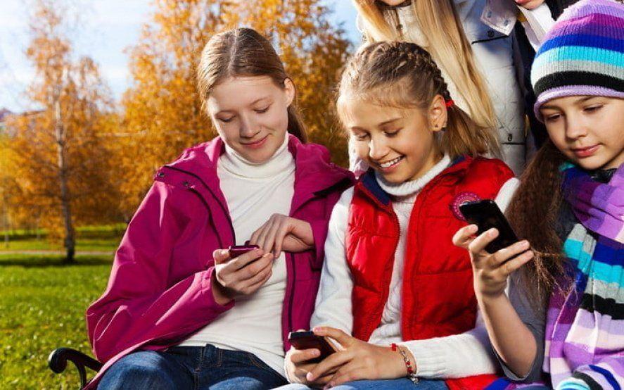 Debate: ¿Cuál es la edad recomendable para que los chicos tengan su primer celular?