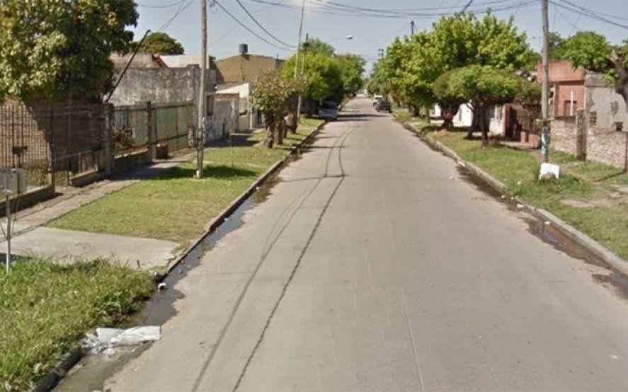 Se subió al auto junto a su hijo de 7 años y en un intento de robo mató a un ladrón