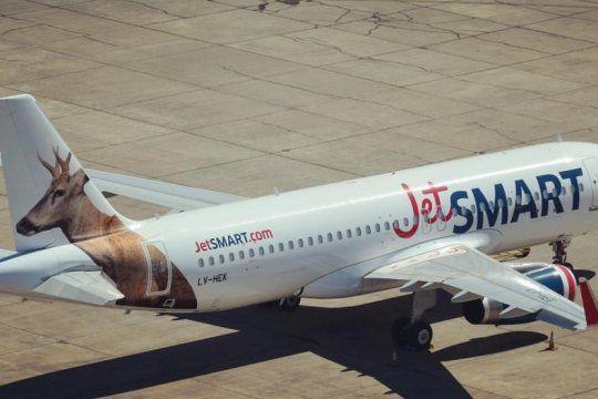 un avion de jetsmart que salio desde el palomar fallo en pleno vuelo y tardo 12 horas en llegar a iguazu