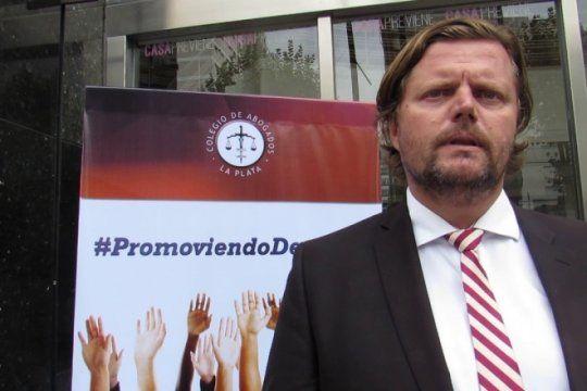 abogados rechazan la propuesta de vidal y aseguran que la iniciativa pone ?en crisis el titulo habilitante?