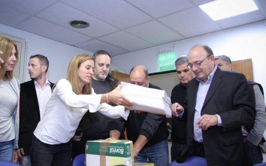 La oposición juntó más de 58 mil firmas en apoyo a Ramos Padilla en La Plata