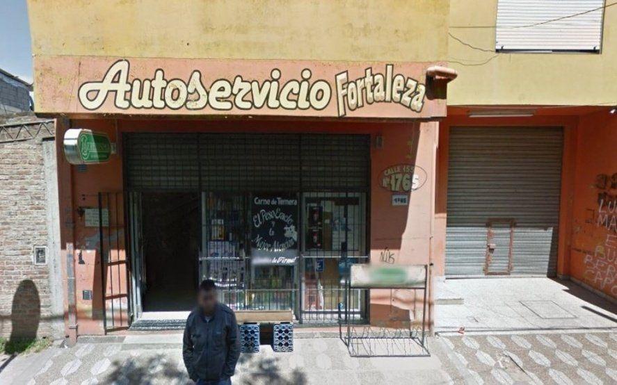 Berazategui: buscan intensamente al delincuente que baleó en la cabeza a un custodio en un supermercado