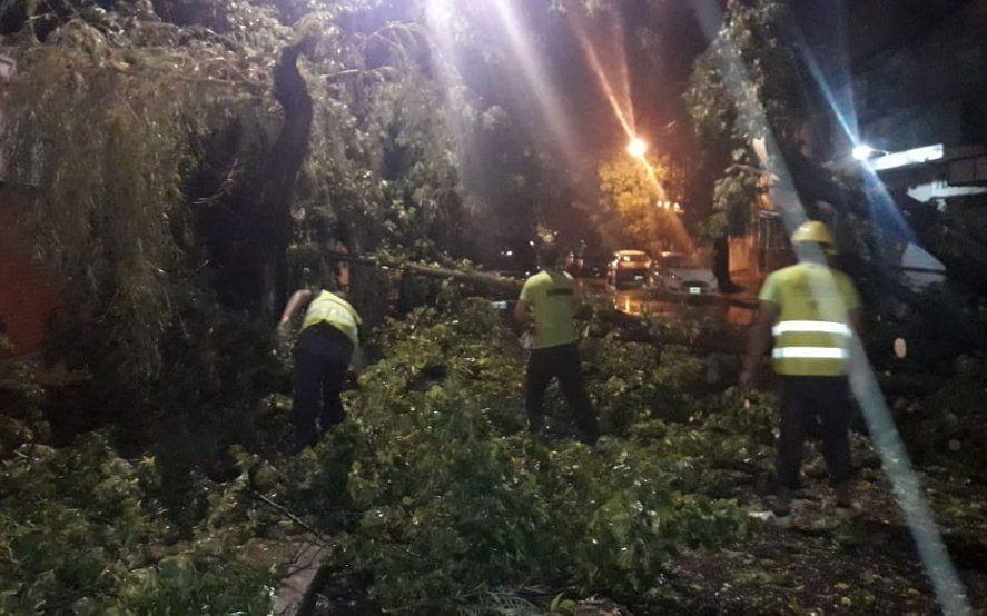 Pese al fin del alerta naranja, el municipio pidió que se tomen precauciones para circular en la vía pública