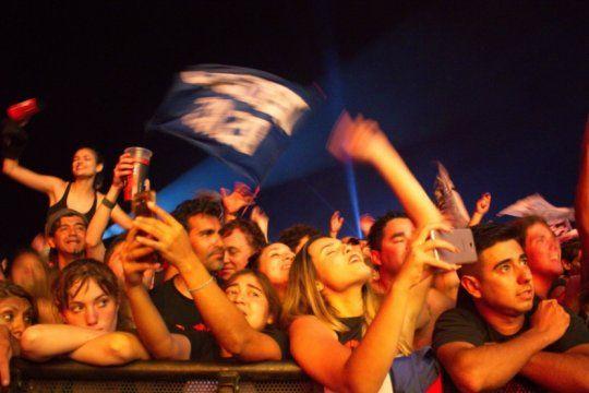 cosquin rock: mira las imagenes que dejo el primer dia del evento rockero mas grande pais