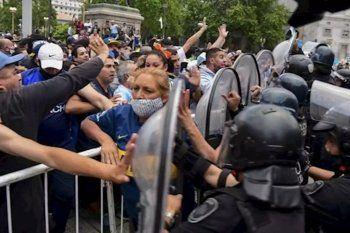 Nueve detenidos en el velatorio de Diego Maradona