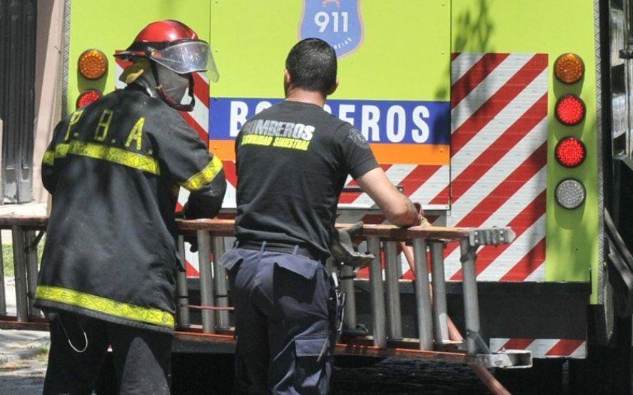 La Plata: hallan a un hombre muerto dentro del baúl de un auto incendiado
