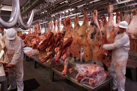 los trabajadores de la carne empatan a la inflacion y logran paritaria del 51%