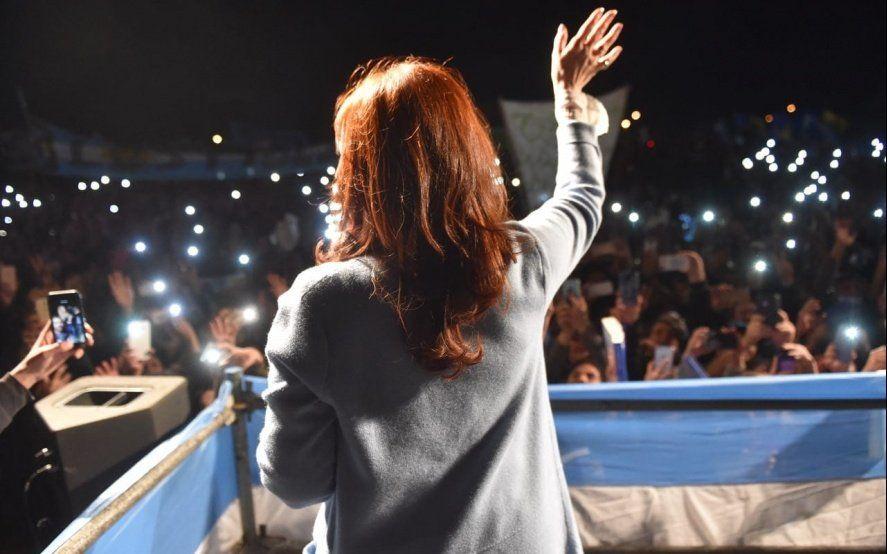 Cristina en Rosario: Críticas a Macri, guiño a Moyano y una visita sorpresa al intendente de Carrió