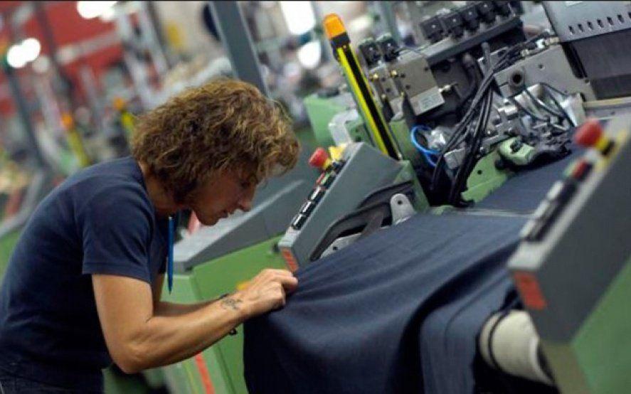 """""""No vamos a firmar"""": Textiles rechazan la flexibilización laboral por sector que propone Macri"""