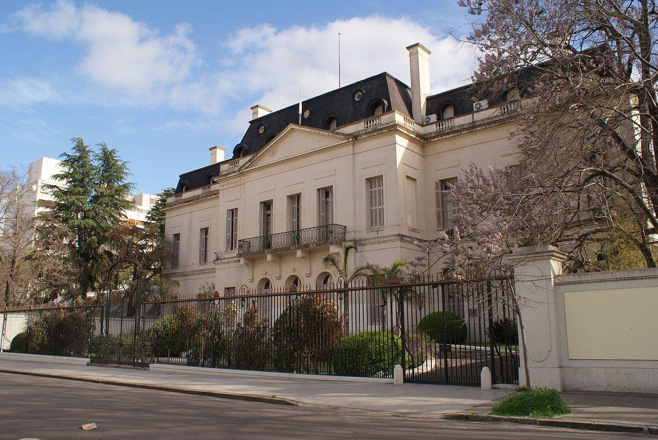 Un legislador pidió información sobre los ingresos y egresos de Axel Kicillof de la residencia del Gobernador en La Plata.