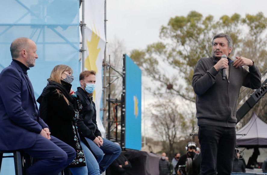 A poco más de una semana de las elecciones, Máximo Kirchner y Martín Insaurralde en un acto de campaña en Lomas de Zamora.