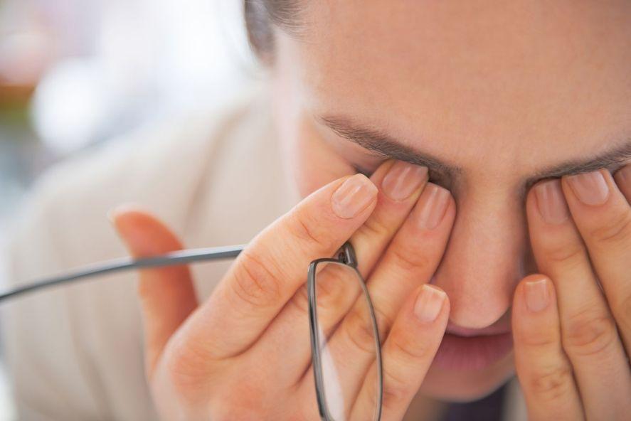 Existen consejos y hábitos que se pueden realizar a la hora de mantener una vista saludable a lo largo de los años.