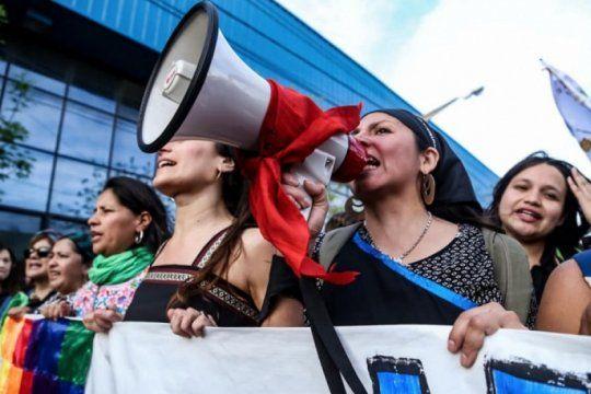 las mujeres hacen paro y salen a las calles para reclamar medidas contra los incesantes femicidios