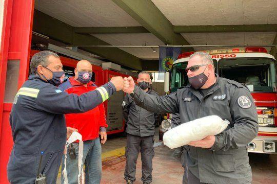 Presos de la Unidad 9 confeccionaron barbijos para bomberos