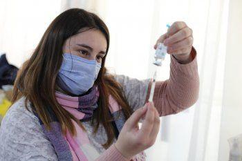 Más de dos millones de jóvenes sin factor de riesgo recibieron la vacuna contra el coronavirus en julio.
