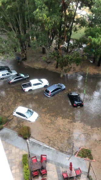 La ciclovía de Avenida Constitución en Pinamar se anegó tras las intensas lluvias (Foto: Facebook Marcos Guerrero)