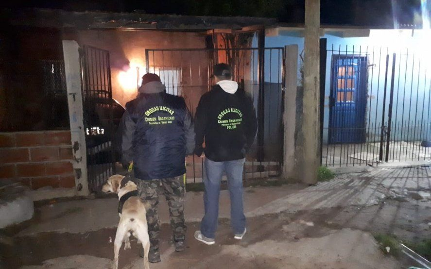 Seis allanamientos con diez detenidos en La Plata y tres en Ensenada acusados de narcomenudeo