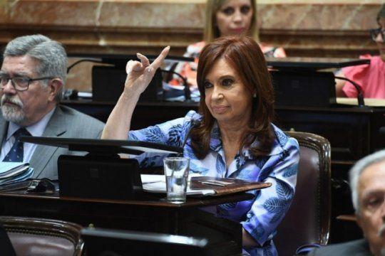 Pesificar o dolarizar, el dilema de Cristina volvió al Frente de Todos.