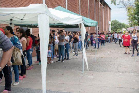 argentina contra el hambre: el gobierno ya entrego el 30% de las tarjetas alimentar y llegara a 70% en febrero