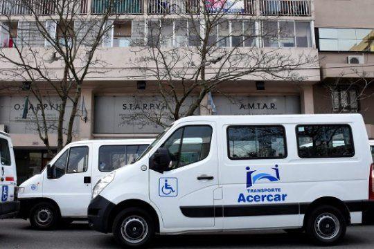 Los transportistas de discapacidad de Mar del Plata realizan un paro en reclamo de mejoras.