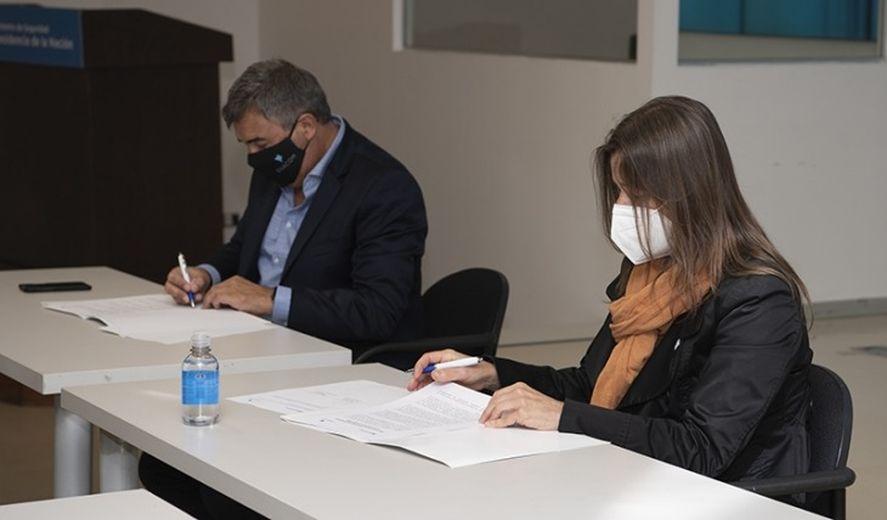 Sabina Frederic, la tirulardel Ministerio de Seguridad de la Nación, yClaudio Ambrosini, presidente delEnte Nacional de Comunicaciones (ENACOM).